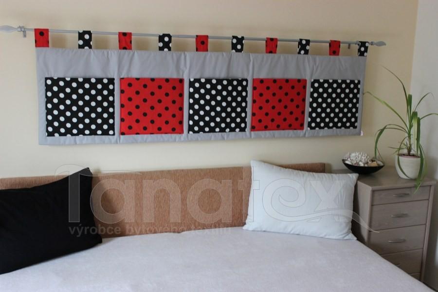 Kapsář - Puntíky černé a červené na šedé